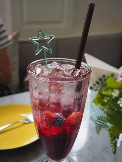 Mixed Berry Soda ที่ ร้านอาหาร Secret Garden สาทร