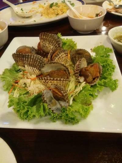 หอยแครงลวก ที่ ร้านอาหาร ปูกรรเชียง