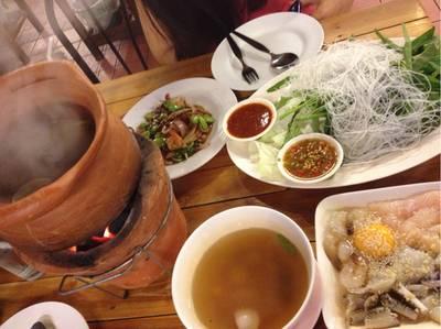 ชุดต้มแซ่บกับผัดสะตอ ที่ ร้านอาหาร สบายใจเก็บตะวัน เอกมัย