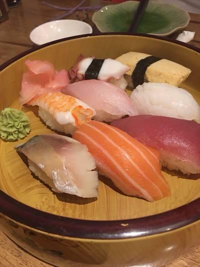 ซูชิ ที่ ร้านอาหาร Uomasa ทองหล่อ