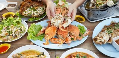 อาหารทะเลจัดเต็ม แซ่บแบบเข้มๆ ท่ามกลางธรรมชาติ โพธิ์ทะเลหลวง อ่างศิลา