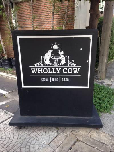 ร้านอาหาร Wholly Cow Restaurant Wine & Cigar Bar