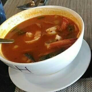 ต้มยำกุ้ง • รสชาติใช้ได้เลย กุ้งสด ที่ ร้านอาหาร Sila Restaurant @ Bangsaen Heritage Hotel