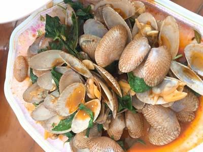หอยลายผัด ที่ ร้านอาหาร แดงอาหารทะเล (เจ้าเก่า)