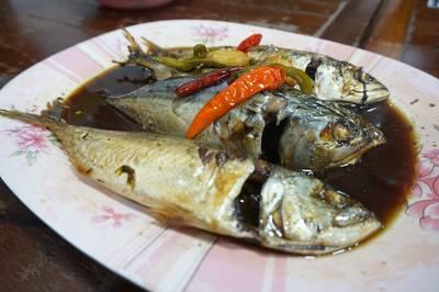 ปลาทูตาเตี๊ยะ • ต้องลองครับ อร่อยจริง ไม่ทานเหมือนมาไม่ถึง ที่ ร้านอาหาร แดงอาหารทะเล (เจ้าเก่า)