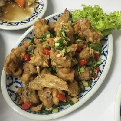 ไก่คั่วเกลือ ที่ ร้านอาหาร เกี๊ยวจีน (ภัตตาคารซันมูน)