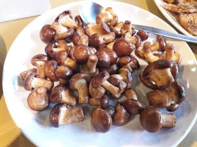 เห็ดหอมคั่ว • ทานเล่น ง่ายๆเบาๆค่ะ  ที่ ร้านอาหาร สวนผัก
