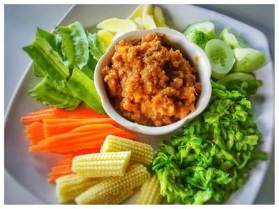 น้ำพริกกุ้งเสียบ • อันนี้อร่อยขึ้น ที่ ร้านอาหาร สวนปู