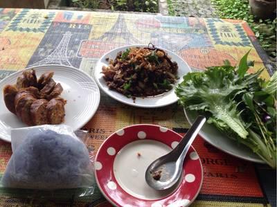 ไส้อั่ว ลาบเหนือ ที่ ร้านอาหาร ดาราดาเล @BKK
