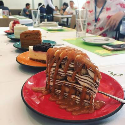 เค้ก • เครปเค้ก ที่นี่เด็ดสุด รสชาติไม่หวานมาก ครีมเน้นๆ เอาใจคนชอบทานครีมสดเลย  ที่ ร้านอาหาร Secret Garden สาทร