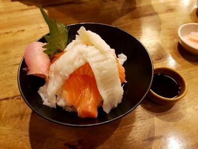 Salmon & Engawa Rice Bow • ☆☆☆☆เหลือ280.- หอมกลิ่นออกกะทิ รสอ่อนๆไม่เลี่ยน เข้ากับแซลม่อนด้วย ที่ ร้านอาหาร Uomasa ทองหล่อ