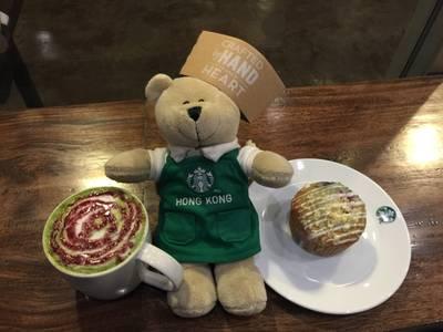 หมีบารีสต้าฮ่องกงกิน Muffin Very Berry 80฿.- @ Starbucks The Scene Town In Town ที่ ร้านอาหาร Starbucks The Scene Town In Town