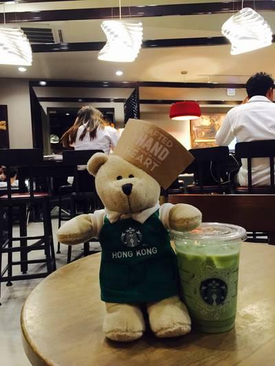 หมีบารีสต้าฮ่องกงนั่งชั้น 2 @ Starbucks The Scene Town In Town ที่ ร้านอาหาร Starbucks The Scene Town In Town
