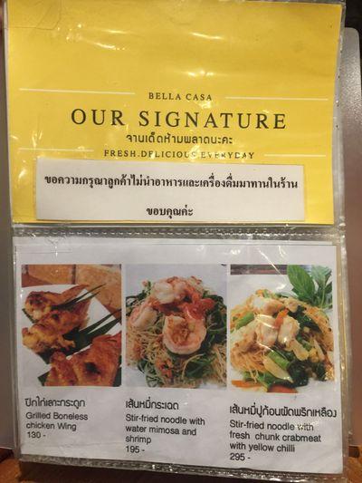 ป้ายหรือสมุดเมนู ที่ ร้านอาหาร Bella Casa