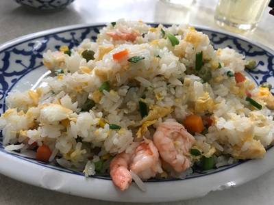 ข้าวผัดกุ้ง • 100- ที่ ร้านอาหาร เกี๊ยวจีน (ภัตตาคารซันมูน)