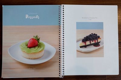 ป้ายหรือสมุดเมนู ที่ ร้านอาหาร Cafe' de Kemrex
