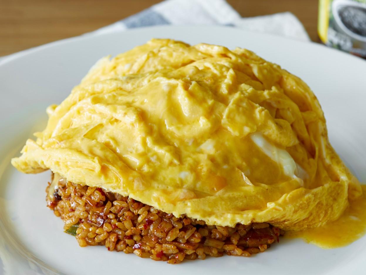 ข้าวผัดน้ำพริกเผาไข่ลาวา