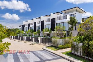 MODERN LAGUNA 2 BEDROOM TOWNHOME