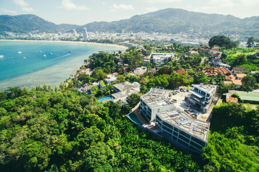 LUXURY SEA VIEW CONDOMINIUM IN PATONG FOR SALE