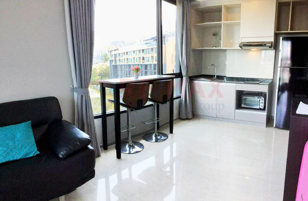 1-Bedroom Freehold Modern Apartment in Surin