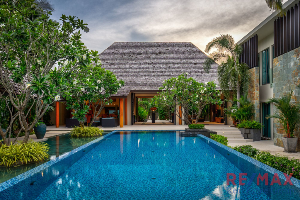 7 Bedroom Balinese Style Luxury Pool Villa in Layan for Sale