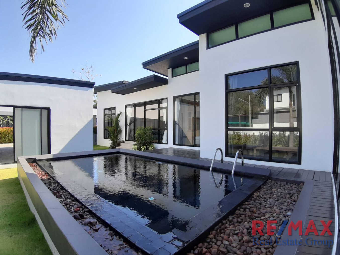 2 Bedroom Pool Villa in Si Sunthon for Sale