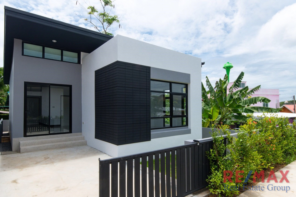 2 Bedroom Single House in Si Sunthon for Sale