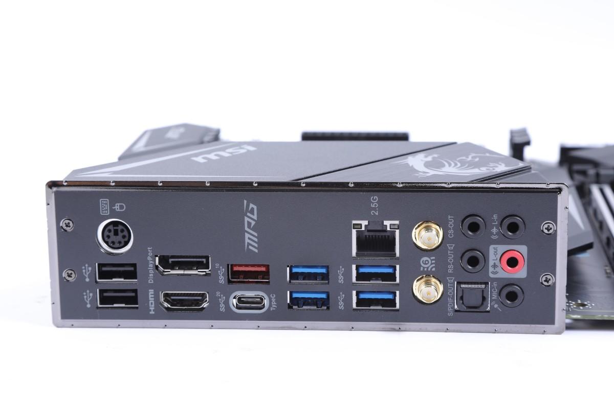 背板除 USB Type-C 20Gbps 埠外,也有 HDMI 及 DisplayPort 顯示輸出。