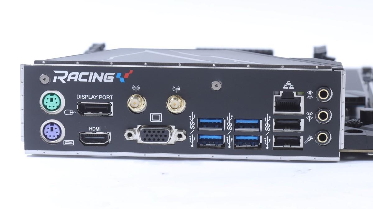 背板上齊集了新舊輸出,既有新的 USB 3.2 也有舊的 PS/2 埠。