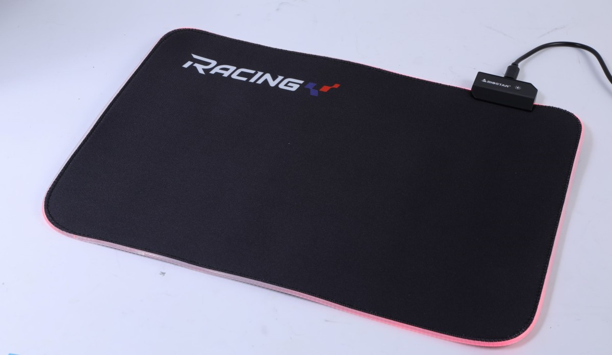 隨板附送 Gaming RGB Mouse Pad