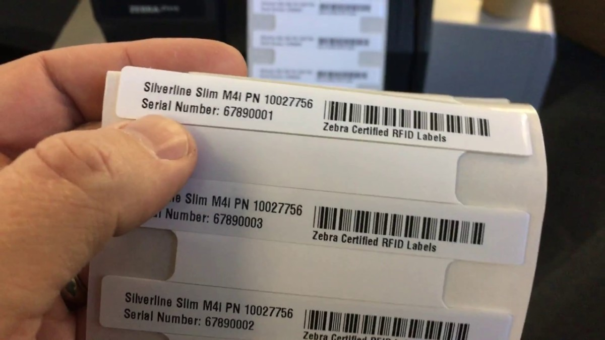 Zebra On-metal Silverline 系列 RFID 標籤適用於金屬表面,包括在個人電腦、智能電話、平板電腦等裝置上,低成本又不受干擾,協助企業快速點算公司資產。