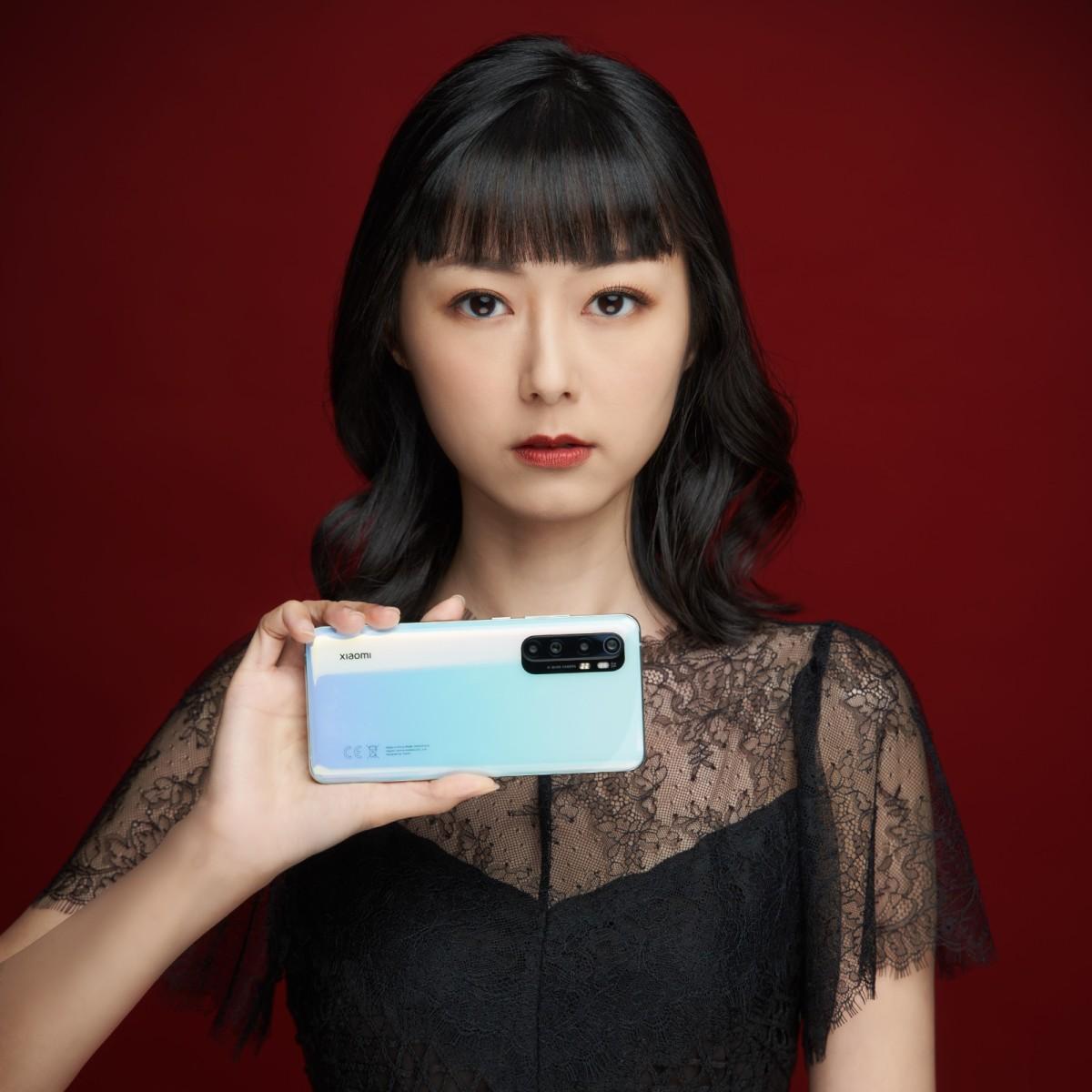 小米 Note10 Lite 提供冰川白、午夜黑及星雲紫三種顏色選擇。