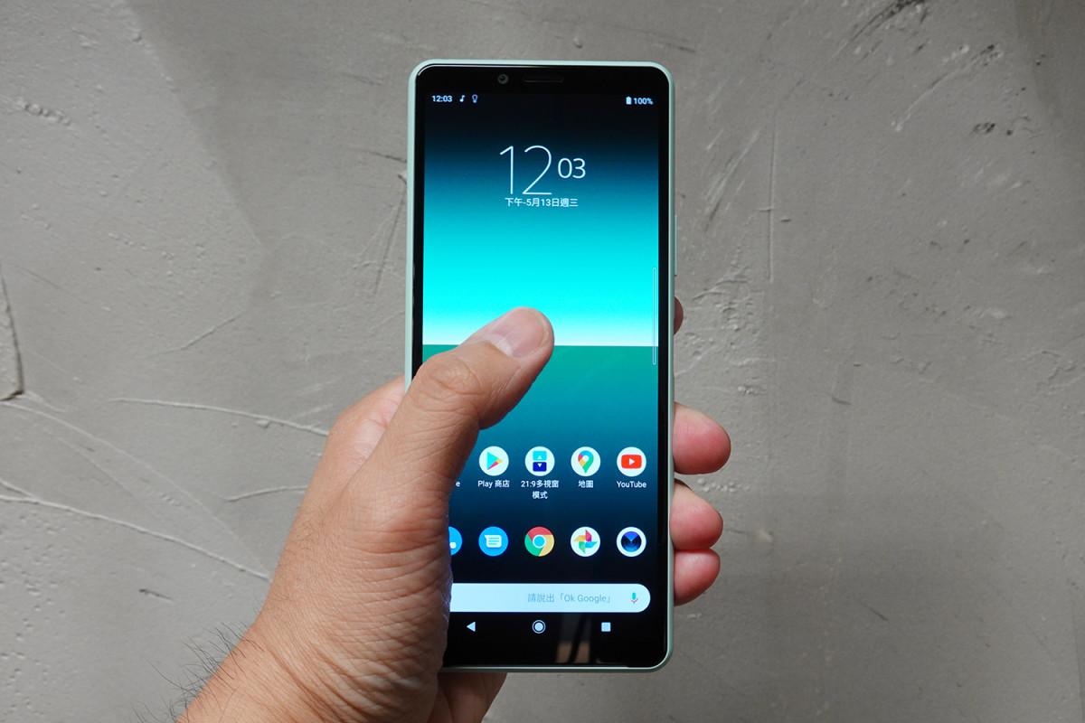6 吋屏幕加上 21:9 比例,單手操作便利。