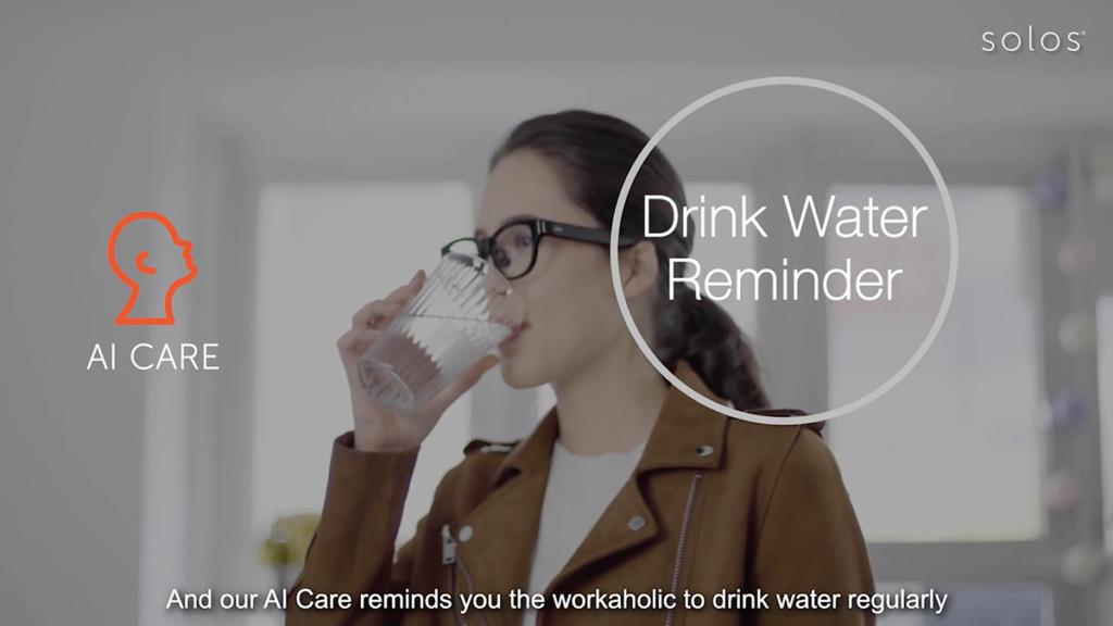 SOLOS AirGo 利用語音提示用戶定時飲水,工作時也可兼顧健康。
