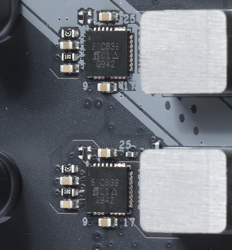採用Vishay SiC639 50A Power Integrated Power Stage晶片,較一般MOSFET方案強。