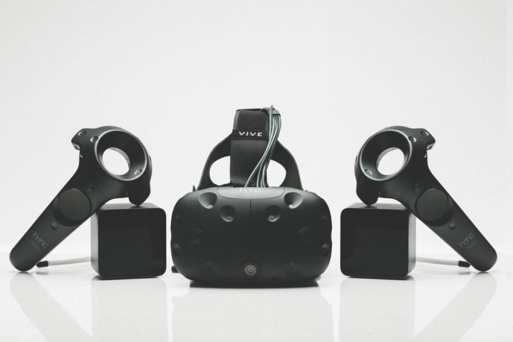 VR 愈來愈流行,只要戴上 VR 硬件即可將虛擬世界放到眼前,配合 5G 流動網絡甚至可融入日常生活及行業當中。