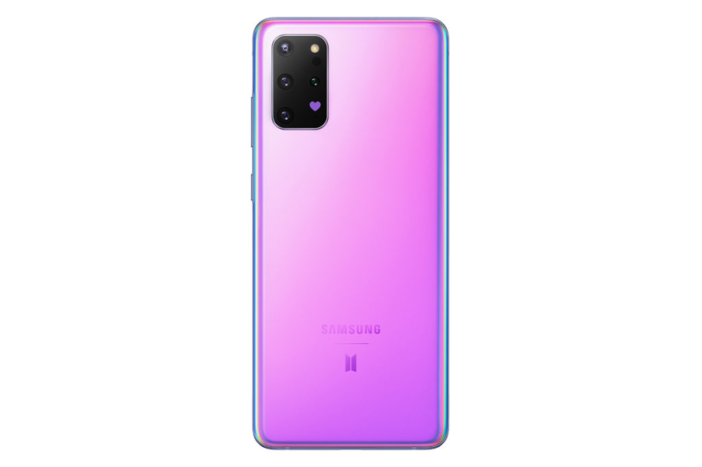 Galaxy S20+ 5G BTS Edition 採用紫色玻璃和金屬機身設計,機背相機位置亦加上紫色愛心圖案。