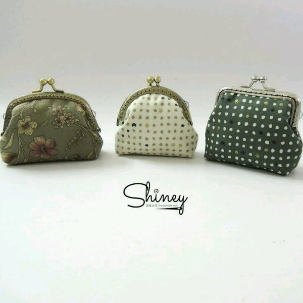 Small Metal Frame Pouches0