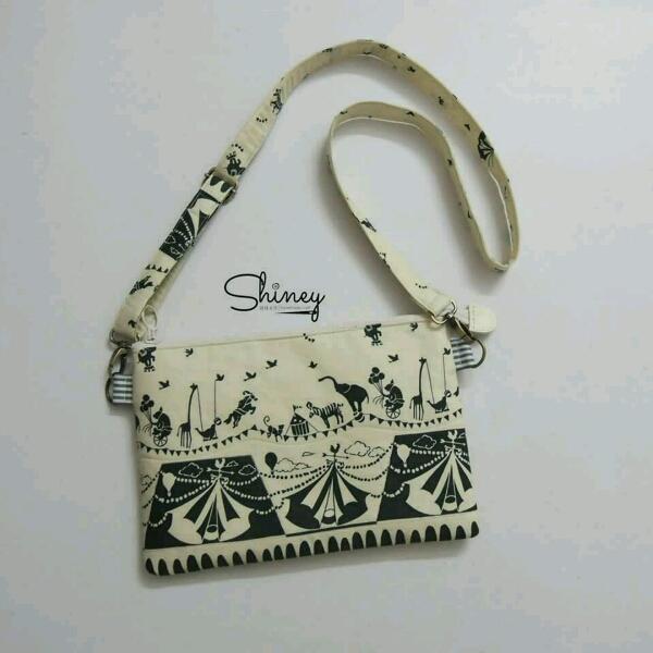 Thin Square Sling Bag 扁型斜挎包0