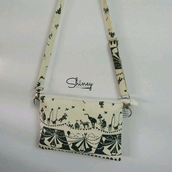 Thin Square Sling Bag 扁型斜挎包1