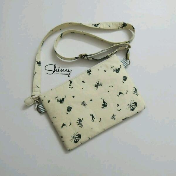 Thin Square Sling Bag 扁型斜挎包2