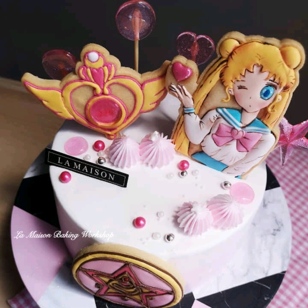 7/9  Sailor Moon Icing Cookies Designer's Cake1