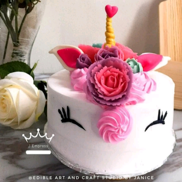 Unicorn Buttercream cake with bean paste flower0