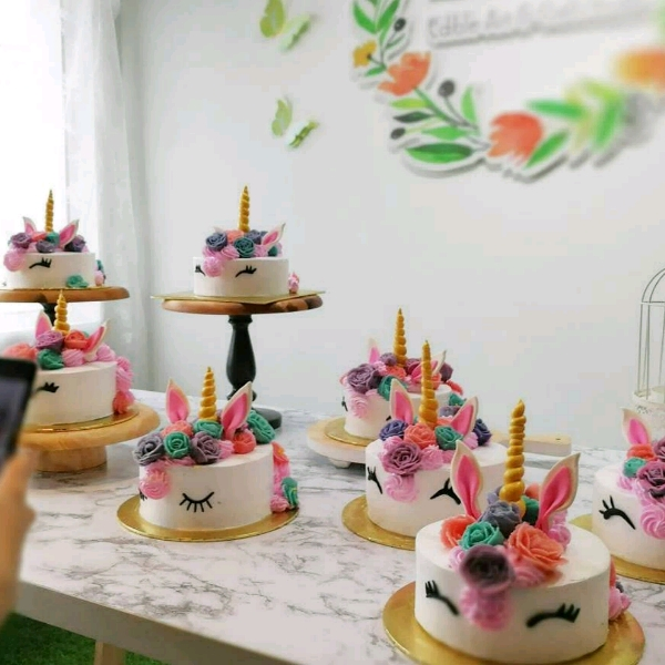 Unicorn decorative cake with bean paste flower3