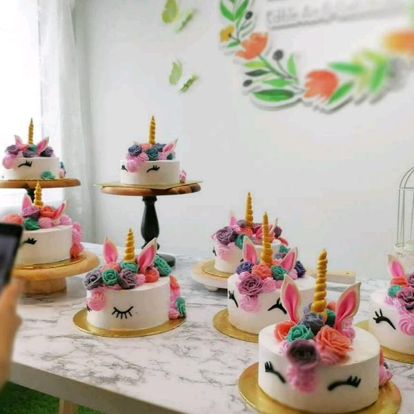 Unicorn Buttercream cake with bean paste flower3