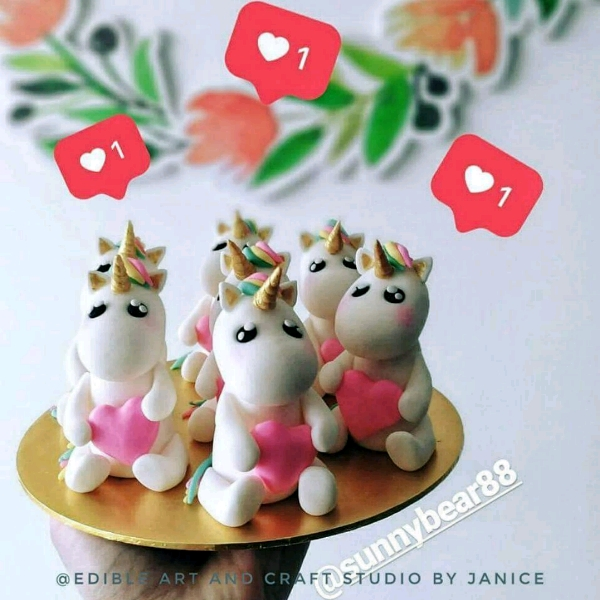 Unicorn Theme Mirror Glazed Entremet Workshop1