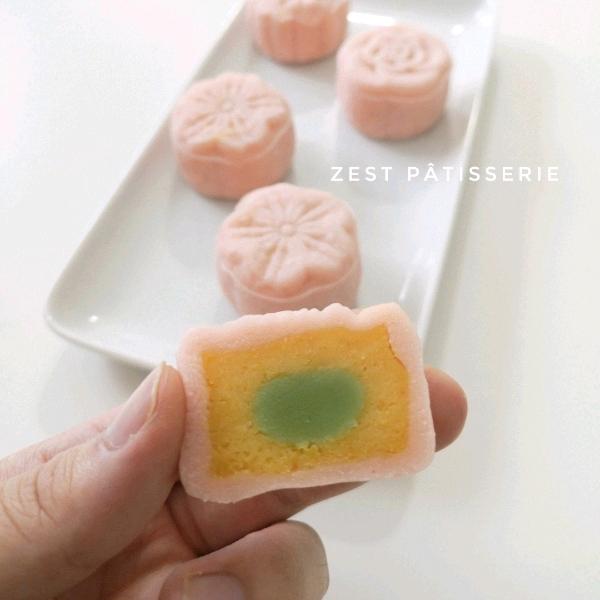 02/8 咸蛋奶黄樱花冰皮月饼2