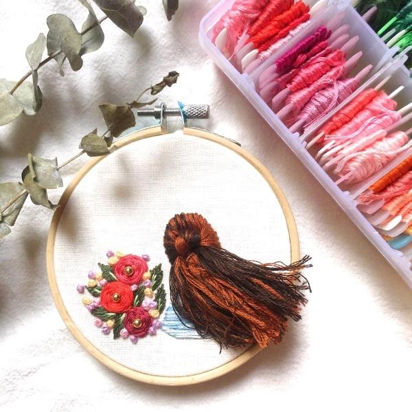 长发女孩刺绣工坊3