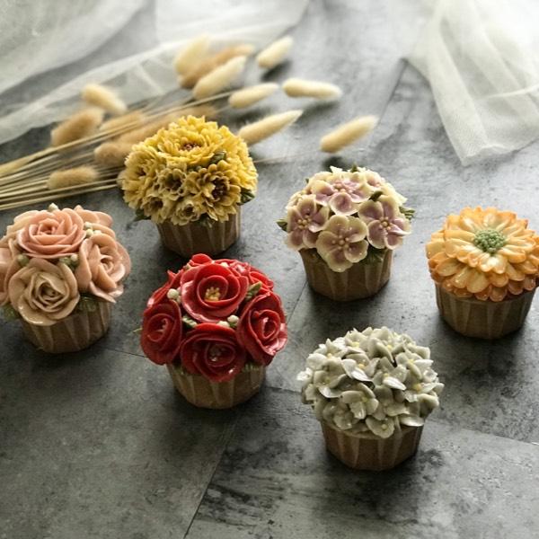 03/02 Glossy Buttercream Cupcake (PJ)0