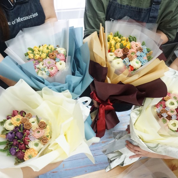 21/7 & 23/7 Flower Piping Course1